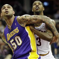 Lakers C Robert Sacre