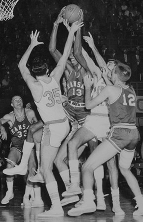Wilt Surrounded by UNC players