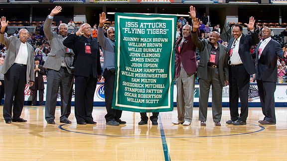 Oscar Robertson Honored at Ceremony
