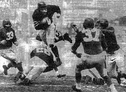 Norm Standlee scores Bears TD.