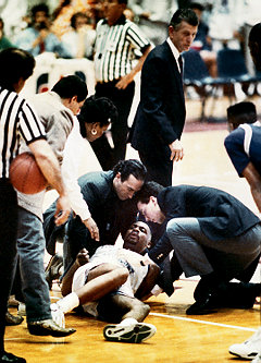 Hank Gathers collapses.